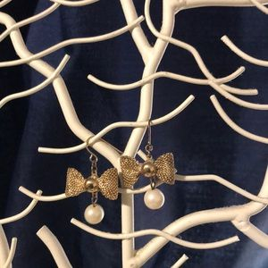 Gold colored bow earrings